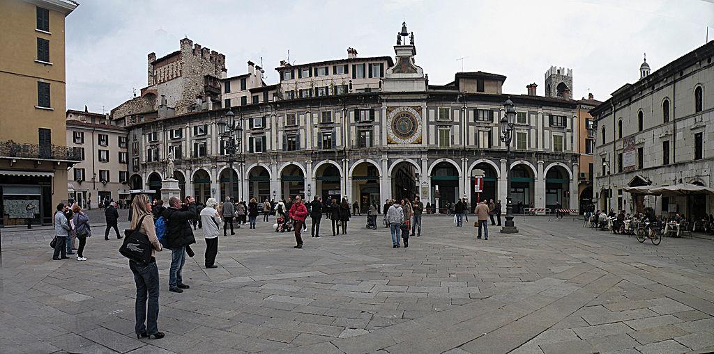 Brescia - Piazza della Loggia - Business a tavola