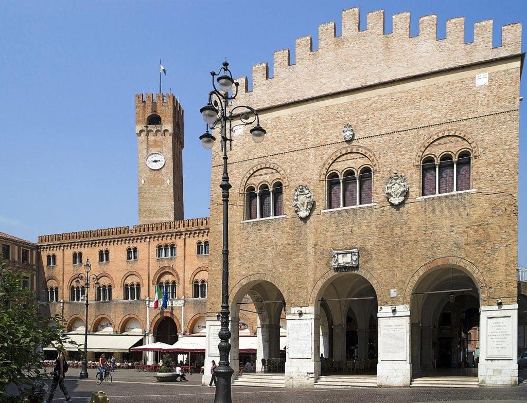 Treviso - Piazza dei Signori - Grazie Italia - Claudio Messina - Business a tavola