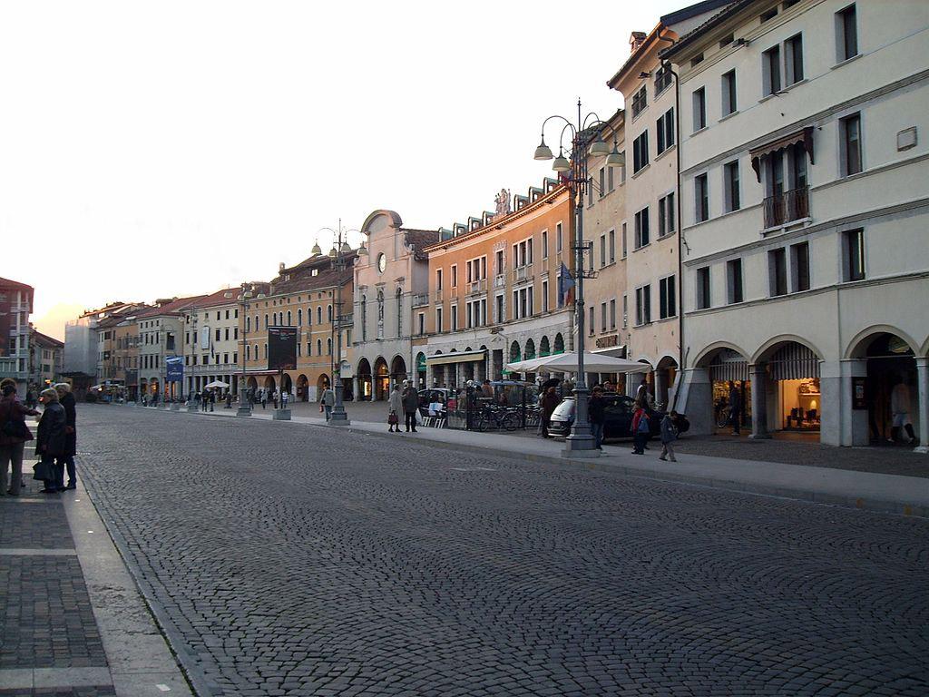Belluno – Piazza dei Martiri – Grazie Italia – Business a tavola – Claudio Messina