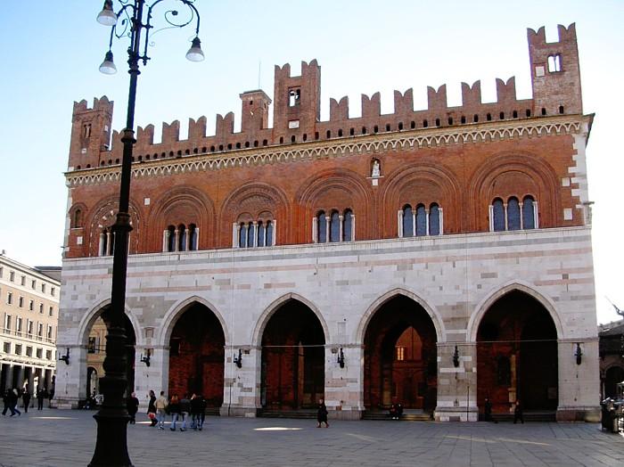 Piacenza – Palazzo Comunale – Grazie Italia – Business a tavola – Claudio Messina