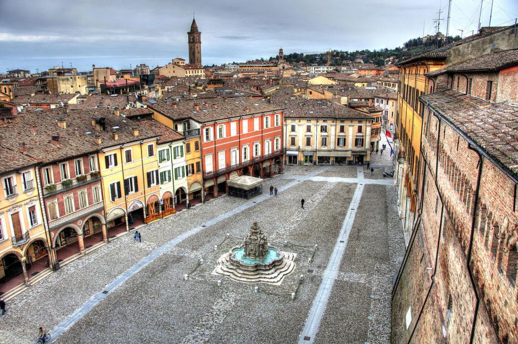 Cesena – Piazza del Popolo – Grazie Italia – Business a tavola – Claudio Messina