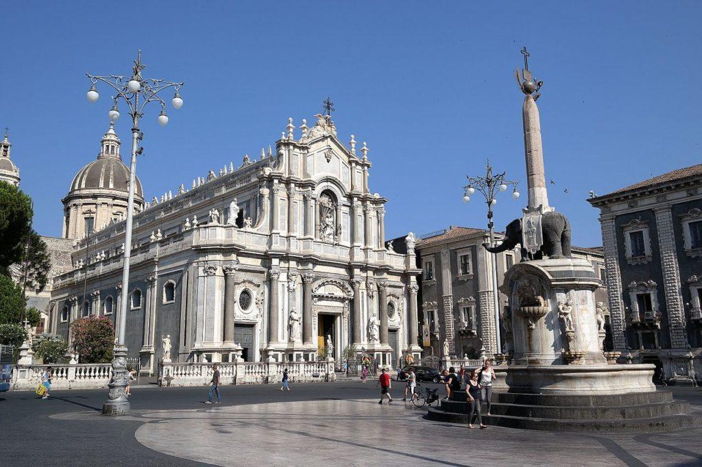 Catania – Piazza del Duomo – Grazie Italia – Business a tavola – Claudio Messina