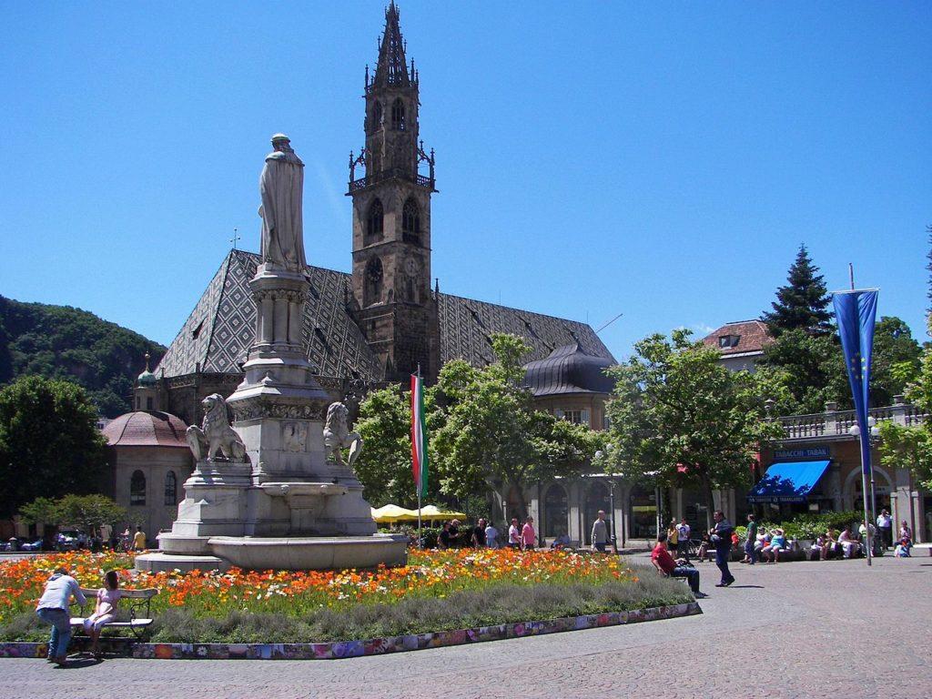 Bolzano – Piazza Walther - Duomo di Bolzano – Grazie Italia – Business a tavola – Claudio Messina