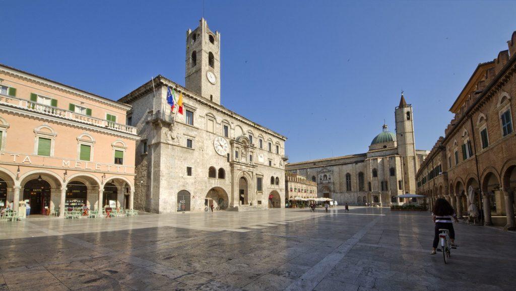 Ascoli Piceno – Piazza del Popolo – Grazie Italia – Business a tavola – Claudio Messina