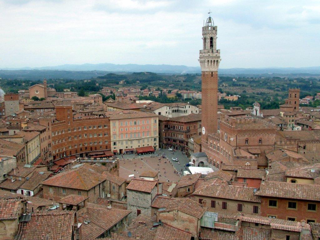 Siena – Piazza del Campo – Grazie Italia – Business a tavola – Claudio Messina