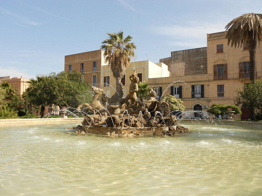 Trapani – Fontana di Tritone – Grazie Italia – Business a tavola – Claudio Messina